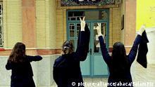 Iran Frauen protestieren gegen Kopftuchzwang