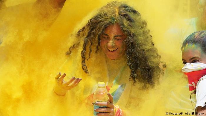 Inspirisane indijskim festivalom proljeća Holi - ove trke se organizuju širom svijeta. Iako je porijeko tog festivala religioznog karaktera, kod ovih trka je najvažnije napraviti dobru sliku. Trči se pet kilometara, i trasa je podijeljena na nekoliko boja.