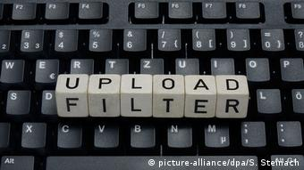 Symbolbild Urheberrecht im Internet | Upload-Filter (picture-alliance/dpa/S. Steinach)
