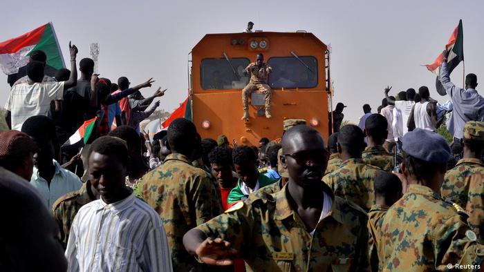 Sudan Protest vor Verteidigungsministerium in Khartum