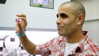 Dvir trabaja en el Laboratorio para Ingeniería del Tejido y Medicina Regenerativa, en la Facultad de Ciencias Vivas George S.Wise, de la Universidad de Tel Aviv. (Reuters/A. Cohen)