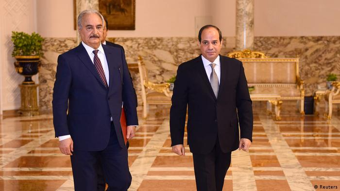 Libyscher Militärbefehlshaber Khalifa Haftar mit dem ägyptischen Präsidenten Abdel Fattah al-Sisi im Präsidentenpalast in Kairo (Reuters)