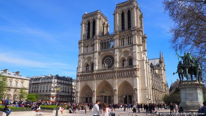 The west facade of Notre Dame (picture-alliance/dpa/C. Böhmer)