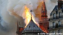 Kathedrale Notre-Dame in Paris brennt