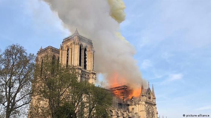 Kathedrale Notre-Dame in Paris brennt (picture-alliance)