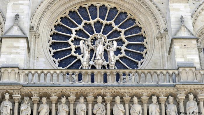 Detalhe em pedra a fachada da Notre-Dame