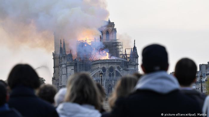 Kathedrale Notre-Dame in Paris brennt (picture-alliance/dpa/J. Mattia )