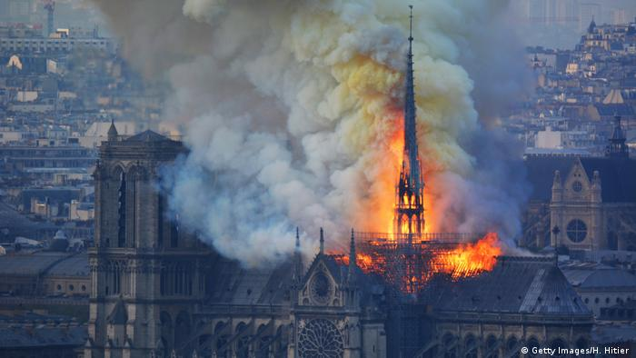 Kathedrale Notre-Dame in Paris brennt (Getty Images/H. Hitier )
