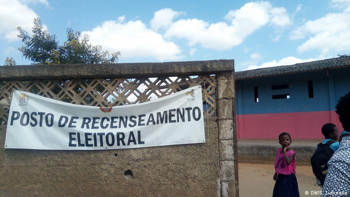 Mosambik, Nampula: Station von Wählerregistrierung in Nampula (DW/S. Lutxeque)