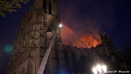 Fire in Notre Dame (Reuters/P. Wojazer)