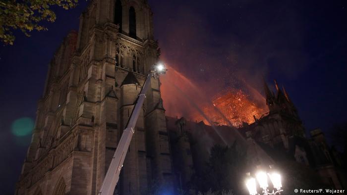 Fire in Notre Dame (Reuters/P. Wojazer)