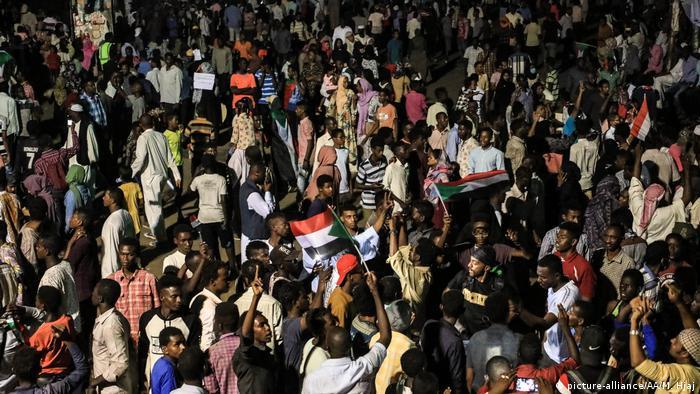 Sudan, Khartoum: Sitzblockade vor dem Verteidigungsministerium