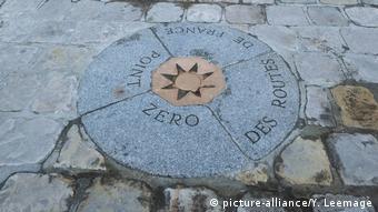 Marco zero marca início da contagem de distâncias a partir da praça da Notre-Dame