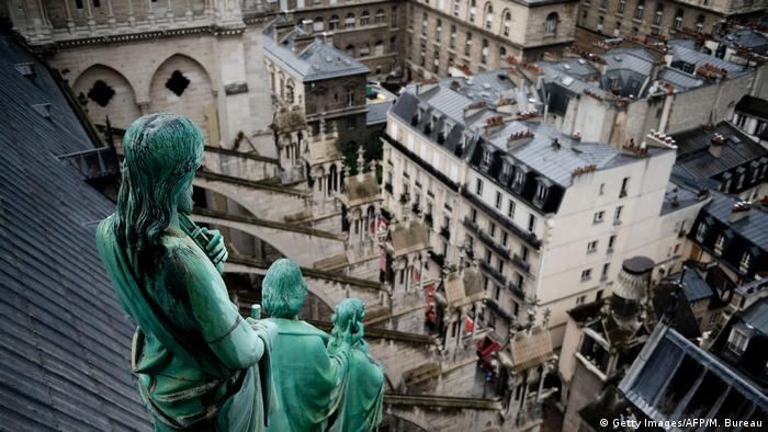 Statues on the roof of Notre Dame Cathedral in Paris (Getty Images/AFP/M. Bureau)