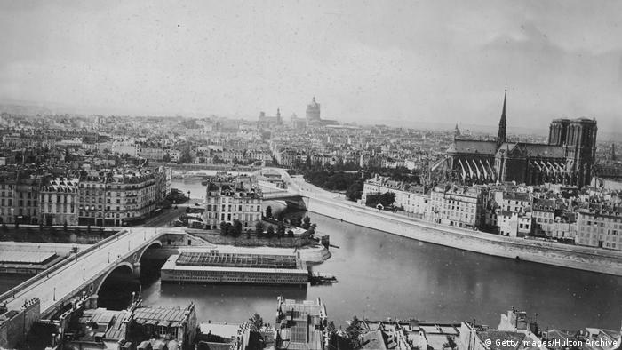 Notre Dame Cathedral in Paris, 1880 (Getty Images/Hulton Archive)