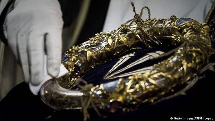 Врятований терновий вінець Ісуса Христа - найбільша реліквія собору Паризької Богоматері