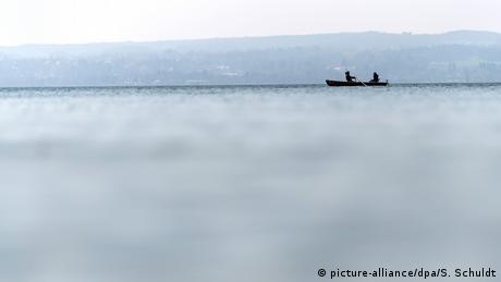 Snimljeno ovih dana na jezeru Amer kod Heršinga u Bavarskoj. Sutra je po gregorijanskom kalendaru Veliki petak, a u nekim pokrajinama je već u toku uskršnji raspust. Prognozirano je lijepo vrijeme i širom Njemačke će mnogi krenuti u prirodu, u brda, na jezera i rijeke. Za kupanje je još rano.