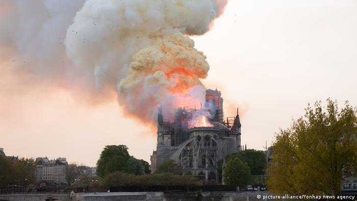 Frankreich Brand Notre Dame (picture-alliance/Yonhap news agency)
