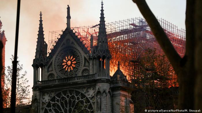 Полум'я у соборі Паризької Богоматері, 15 квітня