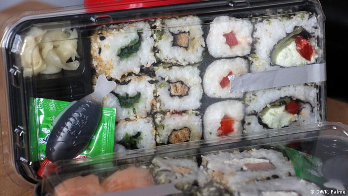 Sushi packaged in plastic. If the food lands in the trash like this, packaging can find its way onto our fields in the form of microplastic