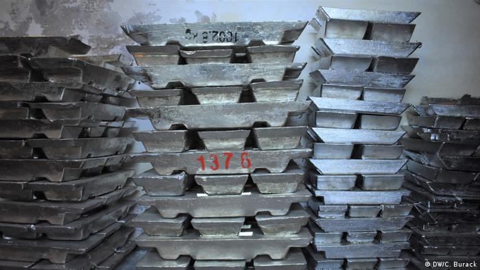 Stacks of heavy tin bars stand against a wall (DW/C. Burack)