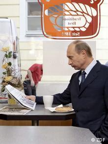Владимир Путин в кафе в Дрездене