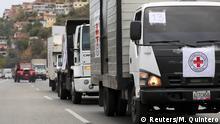 Venezuela LKWs des Roten Kreuzes mit Hilfsgütern außerhalb von Caracas
