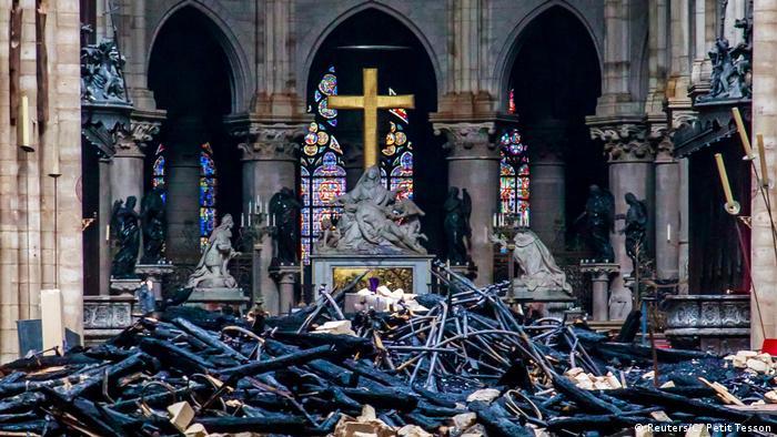 Frankreich Paris   Zerstörung nach Brand der Kathedrale Notre-Dame de Paris
