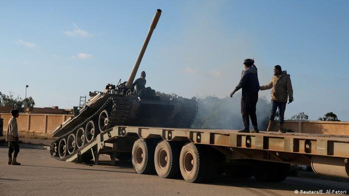 Tenk i pripadnici Haftarove vojske