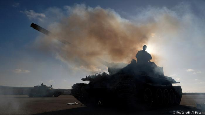 Conflict between Khalifa Haftar's forces and Libyan government troops (Reuters/E. Al-Fetori)