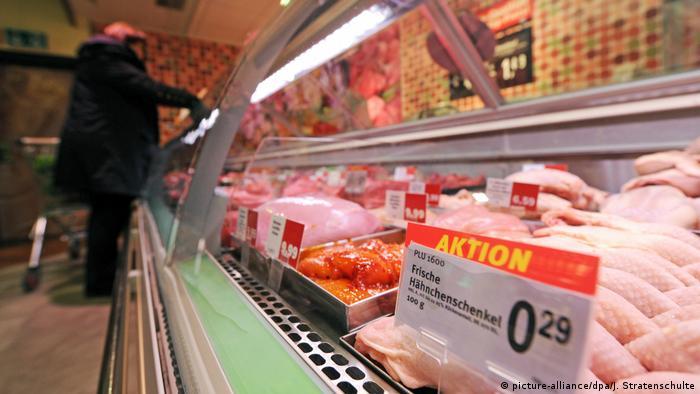 Polica sa svježim mesom u samoposluživanju