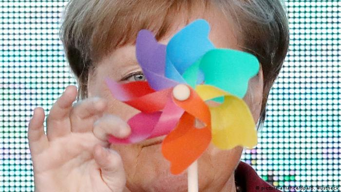 BdTD Angela Merkel Windrad (picture-alliance/dpa/B. Wüstneck)