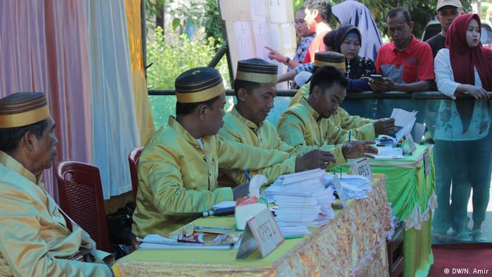 Indonesien Makassar - TPS Wahl (DW/N. Amir)