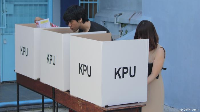Bilik suara salah satu TPS Pilpres 2019 di Makassar