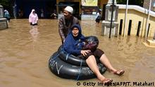 17.04.2019 +++ An elderly woman is pushed on a rubber tube while commuting through a flooded area to a polling station during Indonesia's general election in Bandung on April 17, 2019. - Indonesia voted in one of the world's biggest one-day elections on April 17, pitting president Joko Widodo against ex-general Prabowo Subianto in a race to lead the Muslim-majority nation. (Photo by Timur Matahari / AFP) (Photo credit should read TIMUR MATAHARI/AFP/Getty Images)