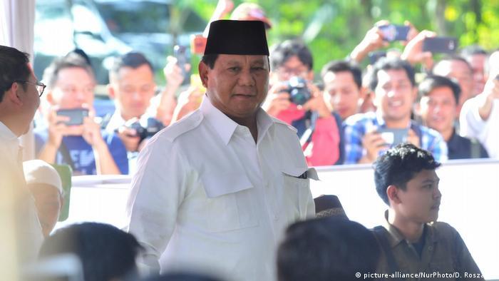 General Prabowo Subianto auf dem Weg zum Wahllokal