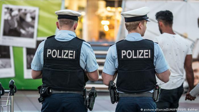 München Flughafen - Polizisten . Abschiebung von Afghanen