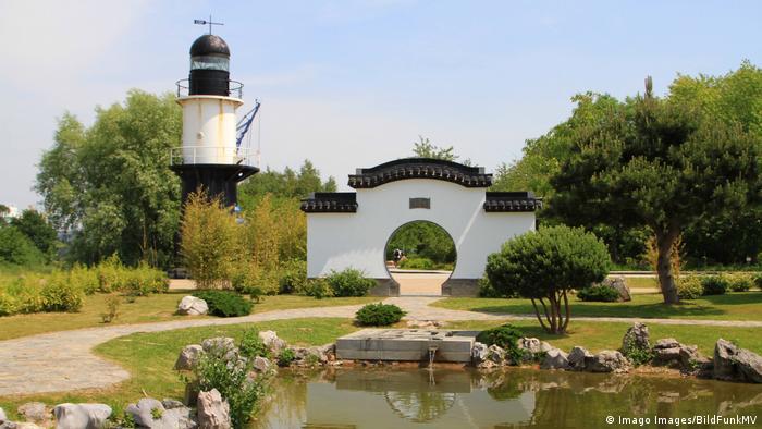 در گذشته به استفاده از فضای نمایشگاه بعد از پایان کار کمتر توجه میشد. شهر روستوک در سال ۲۰۰۳ میزبان نمایشگاه گل و گیاه بود. بعد از پایان نمایشگاه، محوطه بیشتر به عنوان پارک و برگزاری برنامههایی چون کنسرت مورد استفاده قرار میگرفت. اما حالا با برداشته شدن ورودی یک یورویی، اجازه تردد دوچرخهسواران و ورود افراد با سگ، رکورد جدید بازدیدکنندگان شکسته شده است.