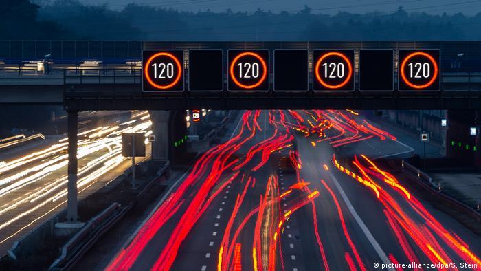 Sur certains tronçons la vitesse est limitée, sur d'autres les automobilistes allemands peuvent rouler aussi vite qu'ils veulent.