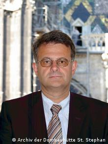 Ο αυστριακός αρχιτέκτονας και ιστορικός τέχνης Βόλφγκανγκ Τσεχέτνερ υπεύθυνος για τα έργα συντήρησης στον καθεδρικό ναό της Βιέννης.