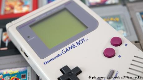 Nintendo Gameboy (picture-alliance/dpa/A. Warnecke)