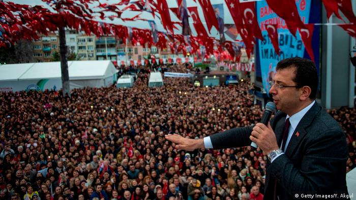 Ekrem İmamoglu of the opposition CHP party speaks to supporters in Istanbul (Getty Images/Y. Akgul)