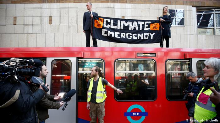 Climate change activists demonstrate during the Extinction Rebellion protest, at Canary Wharf (Reuters/H. Nicholls)