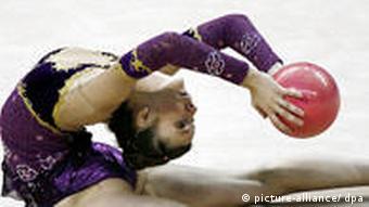 Гимнастка с мячиком