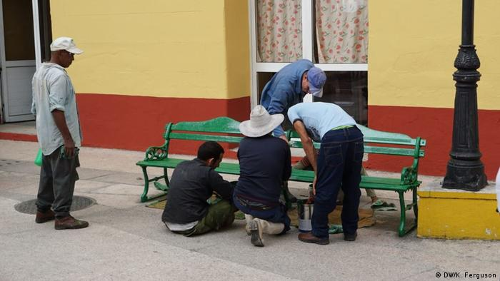 Cubans painting a public bank