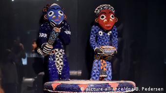 Mandu Yenu - der mit farbigen Glasperlen bestickte Thron von Bamum