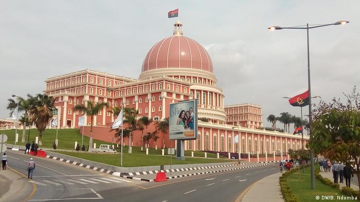 Angola Parlament (DW/B. Ndomba)