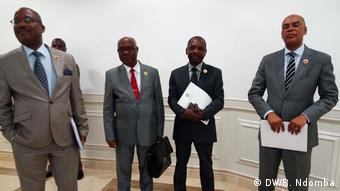 Angola Parlamentarier (DW/B. Ndomba)