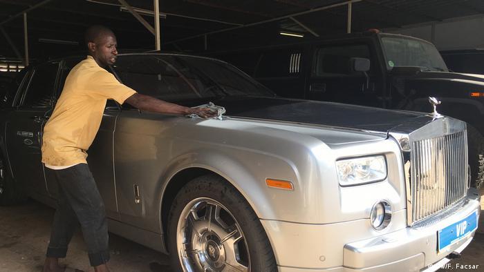 Gambia Luxusautos des Ex-Präsidenten Yahya Jammeh