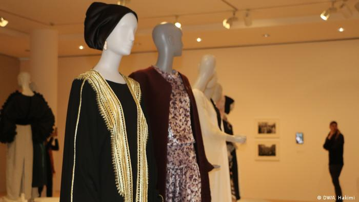 Contemporary Muslim Fashions exhibit in Frankfurt's Museum of Applied Arts (DW/A. Hakimi )
